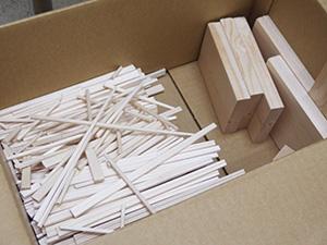 材料の割り箸や端材など